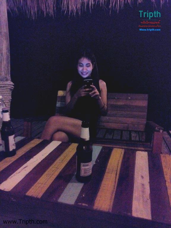 นั่งจิบเบียร์เบาๆ ริมทะเล Blue Pearl Bar