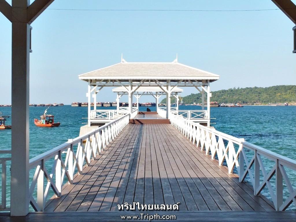 สะพานอัษฎางค์ยื่นไปในทะเล