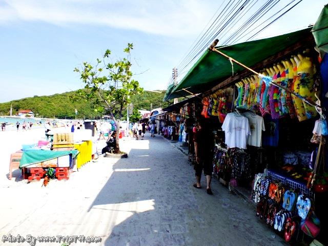 มีร้านขายของตลอดแนวชายหาด