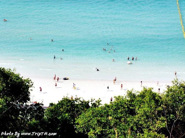 มองจากจุดชมวิว เห็นหาดตาแหวน สวยมาก