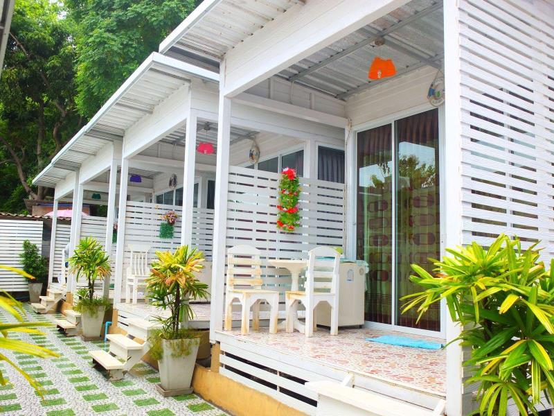 ลมทะเล รีสอร์ท แอท เกาะล้าน (Lom Talay Resort at Koh Larn)