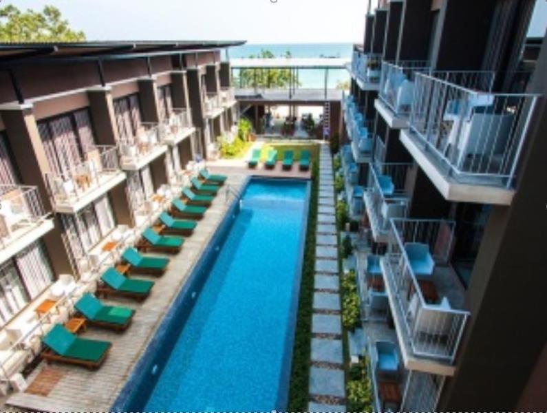 ลาลูน บีช รีสอร์ท (Lalune Beach Resort)