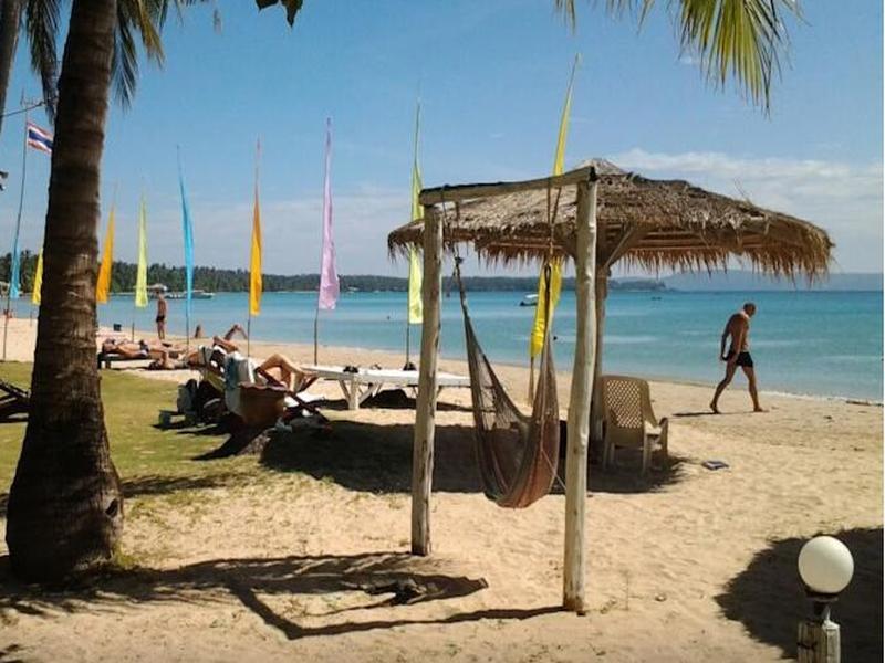 ฮอลิเดย์บีช รีสอร์ท (Holiday Beach Resort)